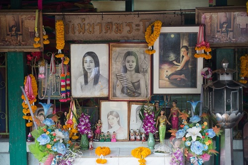 Bí ẩn đằng sau căn miếu thờ cô dâu ma giữa lòng Bangkok