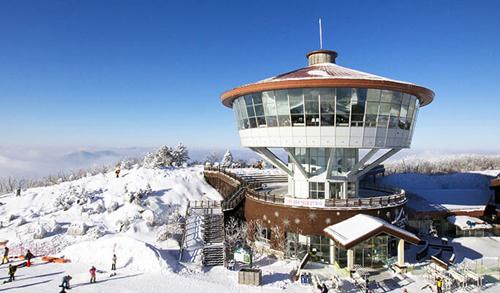 Khu trượt tuyết nằm trong một trong những vùng nguyên sơ nhất của Gangwon-do.