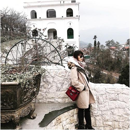Từng có dịp nghỉ dưỡng tại resort, siêu mẫu Hà Anh ví khu nghỉ dưỡngnhư một tòa lâu đài lộng lẫy, nơi cô có thể ngắm nhìn vẻ đẹp hùng vĩ của núi rừng từ trên cao, thưởng thức ly rượu vang trứ danh trong vườn hồng cổ&