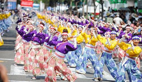 Không khí vui tươi và sôi nổi của các hội mùa hè Nhật Bản.