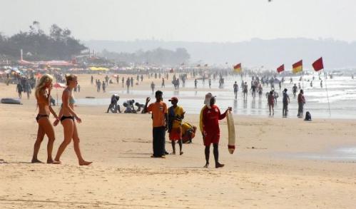 Nữ du khách bị cưỡng bức tập thể trước mặt bạn trai ở Ấn Độ