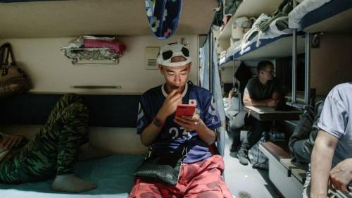 Chuyến tàu buồn tẻ chở khách quốc tế tới xem World Cup