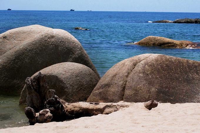 Những tảng đá khổng lồ có hình thù kỳ dị ở Bình Thuận