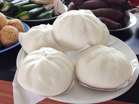 Bánh bao - sữa đậu nành là bữa lót dạ gọn gàng, nhanh chóng với nhiều người.