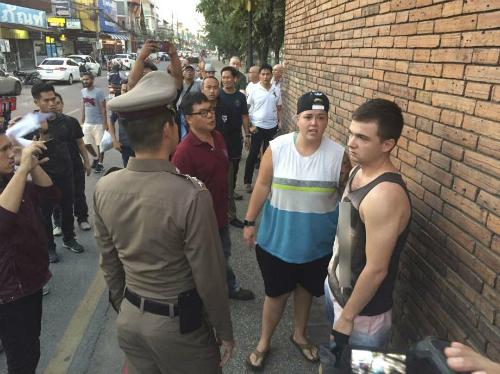 Thái Lan tống giam khách Tây phun sơn lên bức tường cổ