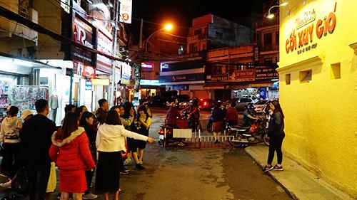 Du khách chen chân chụp ảnh tại các điểm du lịch nổi tiếng Đà Lạt - 1