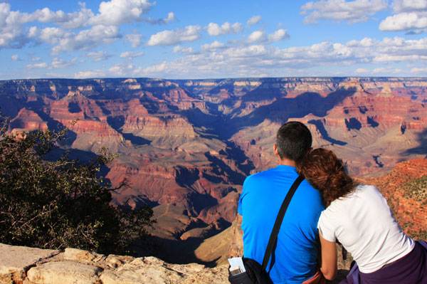 Couple-at-Canyon-1377520500.jpg