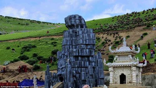 article 2376190 1AF833EA000005 4262 9486 1379327536 Các tục mai táng huyền bí của người Tây Tạng