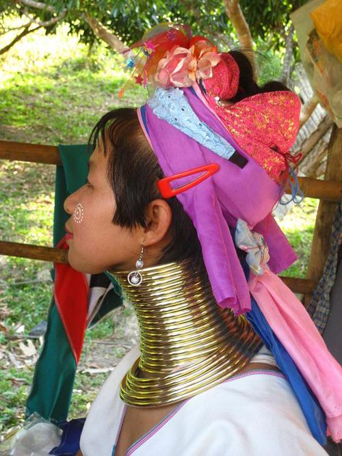 thailan2008 68000 JPG 9721 1379388437 Bộ tộc những cô gái cổ dài ở Thái Lan