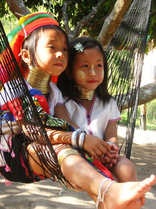 thailan2008 695 6581 1379388437 Bộ tộc những cô gái cổ dài ở Thái Lan