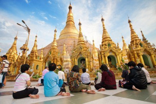 14682972-yangon-myanmar-jan-28-buddhist-