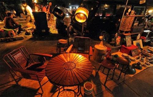 Khu chợ Talad Rot Fai có không gian cổ xưa đặc biệt lãng mạn.