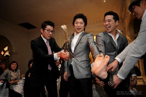 strange-wedding-customs_1380538138.jpg