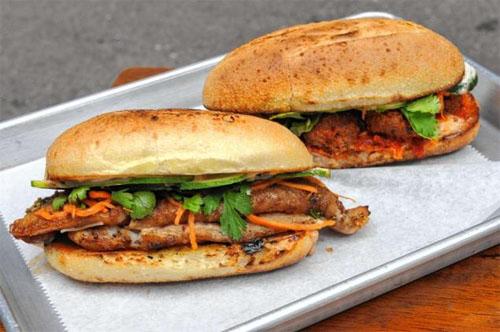 Bánh mỳ kẹp Num pang được mệnh danh là sandwich của Campuchia. Ảnh: nydailynews.com