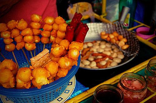Món trứng chiên giòn xuất hiện trên khắp các xe đẩy rong ở đường phố Manila. Ảnh: kriziagarcia.blogspot.com