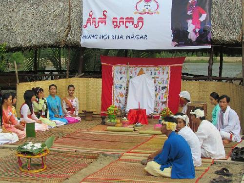 Khong-gian-to-chuc-Le-hoi-Rija-Nagar_138