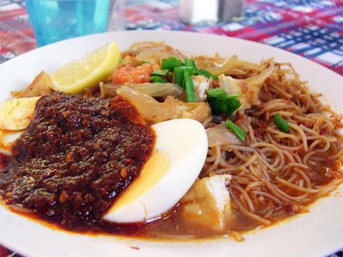 Mỳ Xiêm khác biệt với sợi mỳ được làm từ bún gạo sợi nhỏ. Ảnh: malaysia.com