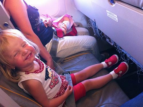 Mách bạn cách chăm sóc bé khi có chuyến du lịch bằng máy bay 2
