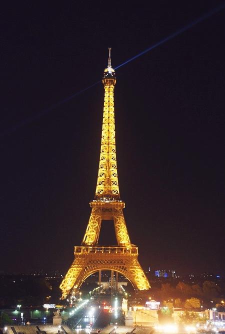 Tháp Eiffel - niềm tự hào của nước Pháp.