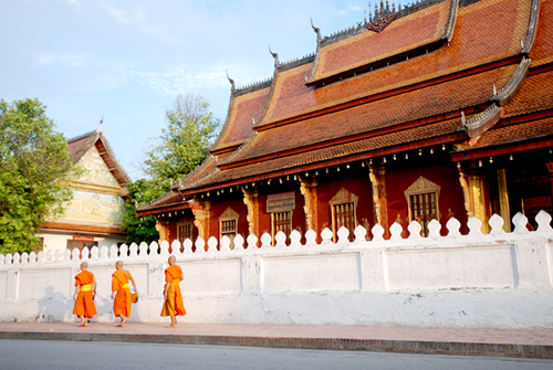 morning-alms-in-luang-prabang-laos-3.jpg