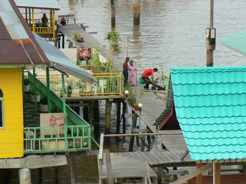 old-lady-on-walkway-kampong-ay-6861-2916