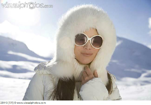 portrait-of-young-woman-in-fur-6509-2786