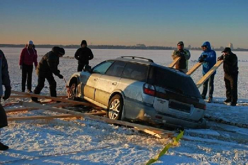 frozen-lake-driving-gone-bad-4-9448-1387