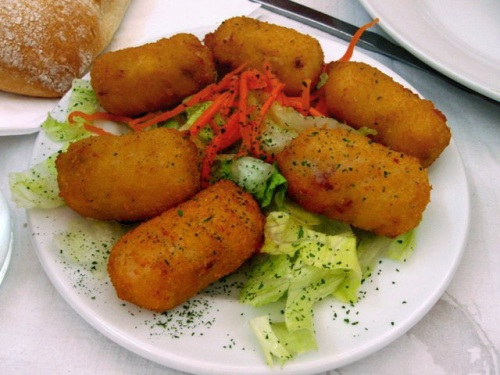 Croquettes-with-salad-2931-1388660628.jp