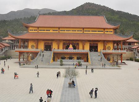 chùa Ba Vàng, chùa nổi tiếng miền Bắc, chùa nổi tiếng Quảng Ninh