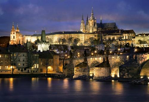 H1-Nhung-ly-do-de-den-Prague-1627-139461