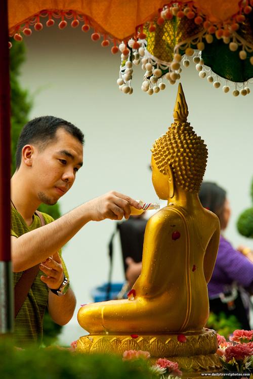 110412-songkran-buddha-thai-ma-5820-7858
