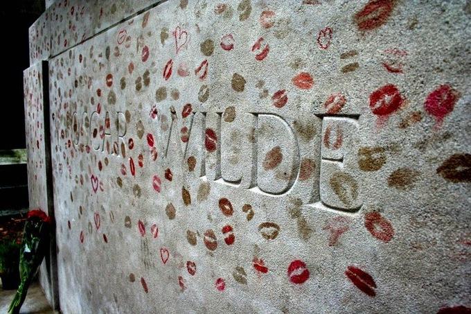 Ngôi mộ nghìn nụ hôn giữa lòng Paris