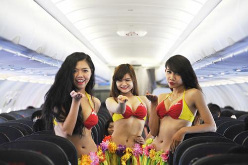 Các hành khách đã có một chuyến du ngoạn tuyệt vời trong âm nhạc và vũ điệu hula.