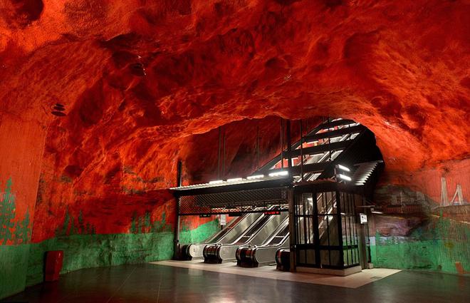 Ga tàu điện ngầm đầy tính nghệ thuật ở Stockholm
