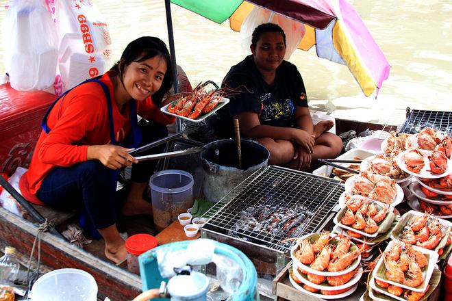 Thưởng thức hải sản tại chợ nổi Thái Lan