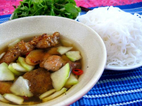 Bun-cha-pho-co-Ha-Noi-tren-bao-5777-6421