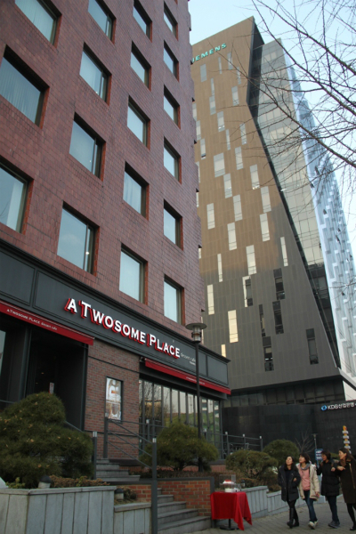 A two some place - Seoul.JPG