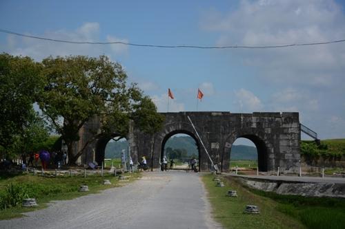 Di tích lịch sử Thành Nhà Hồ