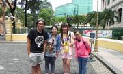 Theo chân du khách nước ngoài vui ngày lễ ở Sài Gòn