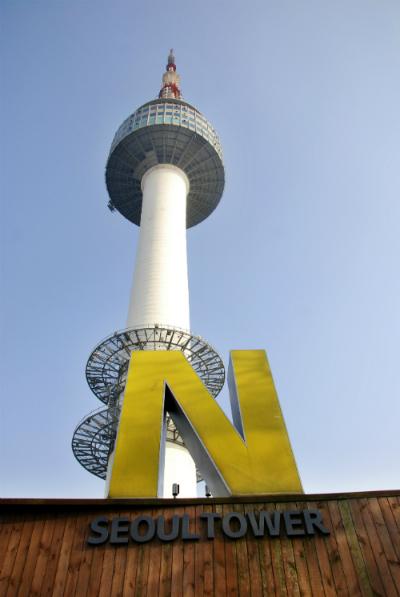 Là biểu tượng của thủ đô từ năm 1980, tháp N.Seoul trên núi Namsan là điểm đến không thể bỏ qua nếu bạn muốn ngắm toàn cảnh thành phố.