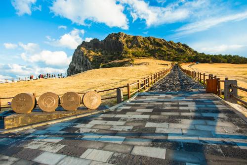 Lần đầu tiên ngắm bình minh tại đỉnh núi cao nhất đảo Jeju  Seongsan Ilchullbong&