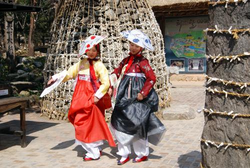 Triệu người đã mong được hóa thân thành cô gái duyên dáng trong bộ Hanbok như bạn.