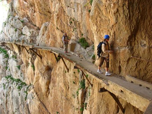 El-Camino-Del-Rey-Spain-9032-1410193027.