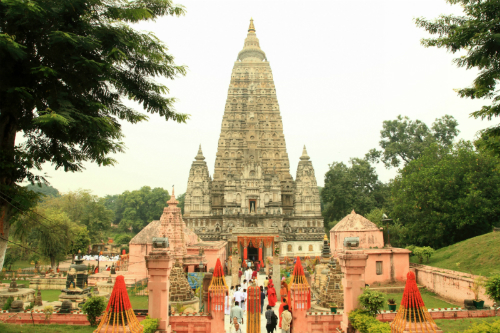 Den-Mahabodhi-mot-di-tich-tron-7462-3917