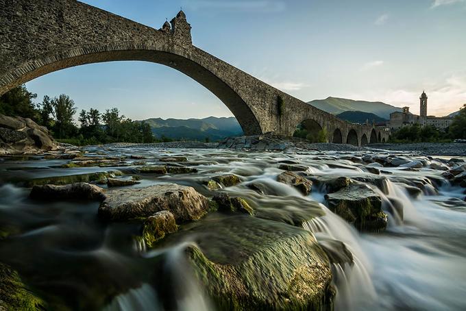 Những cây cầu đẹp tựa cổ tích trên thế giới
