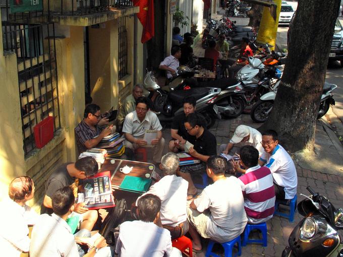 Chợ tem cổ giữa lòng Hà Nội