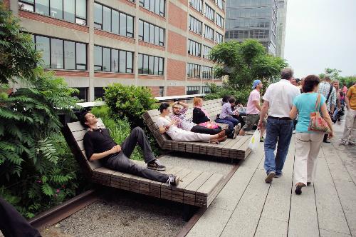 Cách thiết kế công viên đặc sắc đã thu hút rất nhiều người ghé thăm công viên High Line. Ảnh: Clearedready
