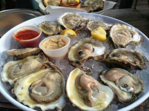 Bạn sẽ không thể cưỡng lại sức hấp dẫn của những món ăn được phục vụ trong nhà hàng Oyster Bar. Ảnh: Tripadvisor