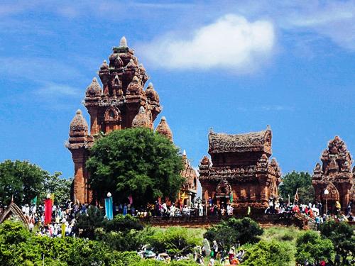 Tháp Po Klaong Garai luôn là nơi hành hương của người Chăm trong dịp lễ hội Kate. Ảnh: Văn Trãi