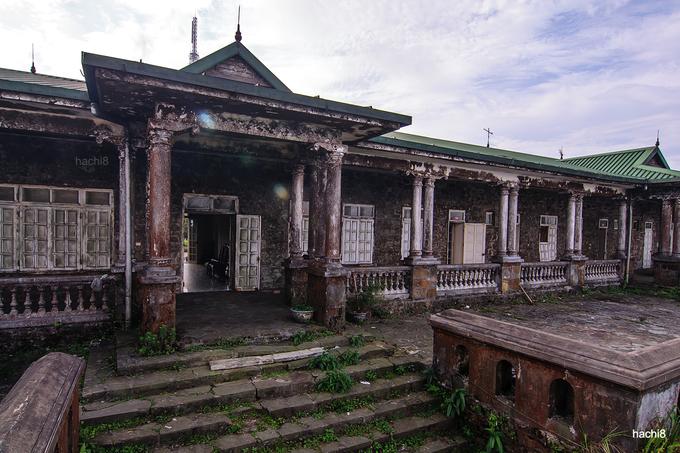Huyền bí những ngôi nhà hoang trên đỉnh Mẫu Sơn